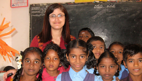 Photo of Shannu Kaw and children in classroom